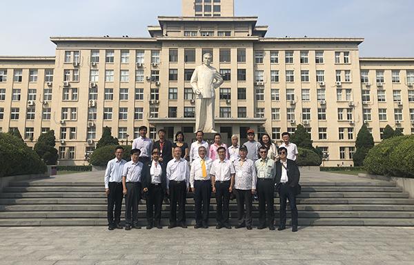台湾十大杰出青年基金会代表团来校访问
